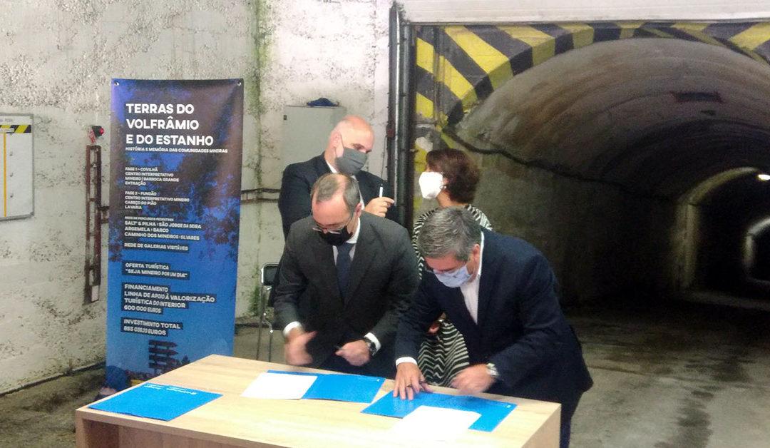어제 파나스키라 광산 입구에서 관광 개발협정이 체결되었다.