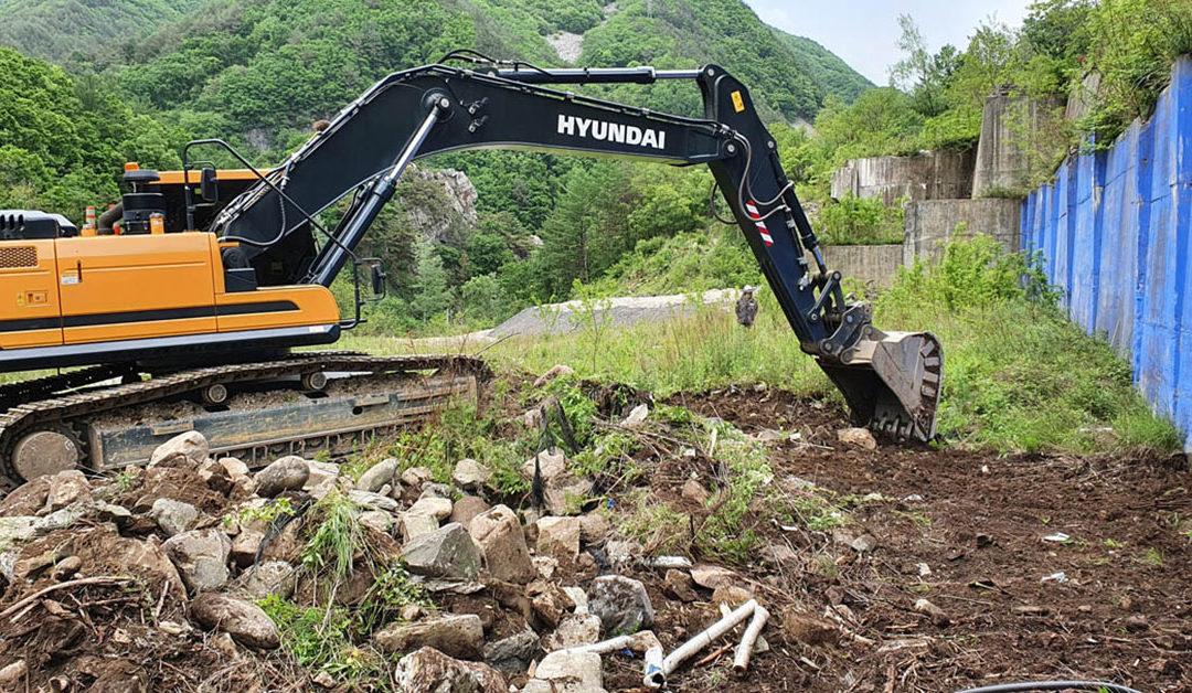 한국 상동광산 프로젝트에서 도로 및 하천 우회 프로그램이 진행 중입니다.